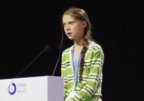 COP25の会場で開かれたイベントで演説するグレタ・トゥンベリさん=11日、マドリード(共同)