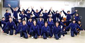 「全国小・中学校リズムダンスふれあいコンクール」中学生規定曲部門で第2位の大島中生徒=平戸市役所