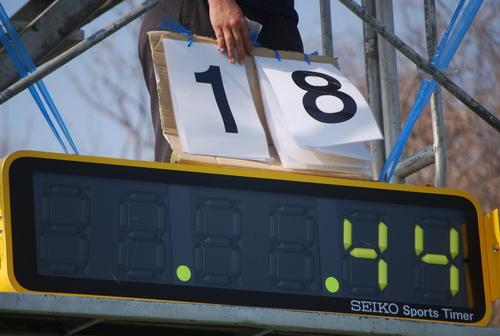 練習時間を複数のピリオドに区切って、早いテンポでハードな練習をこなしていた=19日、日吉グラウンド