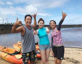 BS12トゥエルビの「ハワイに恋して!」にゲスト出演する、おのののか(中央)