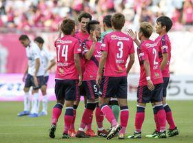 FC東京に勝利し喜ぶC大阪イレブン=ヤンマー
