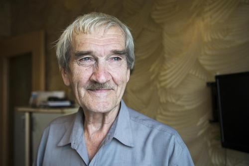 スタニスラフ・ペトロフ氏=2015年8月、モスクワ郊外の自宅(AP=共同)
