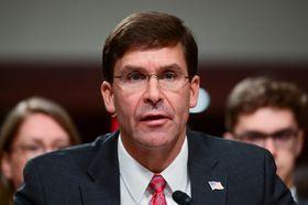 米上院軍事委員会の公聴会で証言するエスパー氏=16日、ワシントン(ロイター=共同)