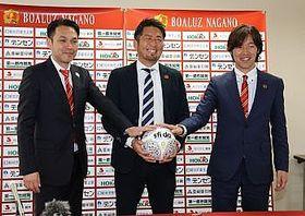 Fリーグ1部昇格が決まり、抱負を語ったボアルース長野の(右から)土橋GM、若林社長、柄沢監督