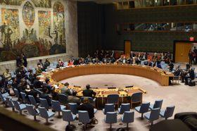 18日、ニューヨークの国連本部で開かれた国連安全保障理事会の会合(共同)