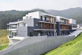 岩手県大槌町の高台に移転、再建された東大の国際沿岸海洋研究センター=20日午後