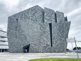 8月に一部オープンする「角川武蔵野ミュージアム」の外観=9日午前、埼玉県所沢市