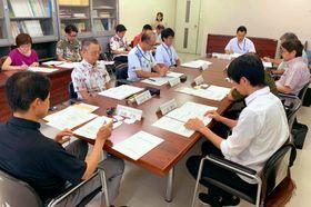行政や捜査機関、医療機関が出席した県死因究明等推進協議会=7月25日、県庁