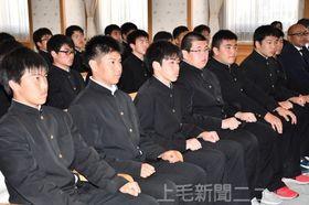 決意に満ちた表情で大沢知事を表敬訪問した太田高ラグビー部=県庁