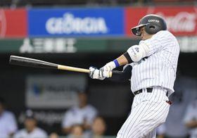 6回ロッテ無死満塁、清田が左前に同点打を放つ=メットライフドーム