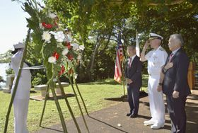 米ハワイ真珠湾内のフォード島で行われた日米合同の戦没者追悼式典=9日(共同)