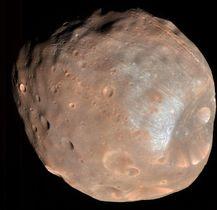 米国の火星探査機が2008年に撮影した衛星「フォボス」(NASA提供)