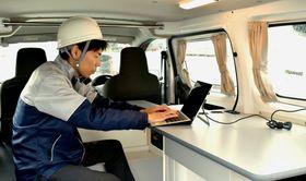 オリックス自動車がレンタルサービスを始めるモバイルオフィスカーの車内(同社提供)