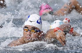 男子10キロ 力泳する豊田壮=麗水(共同)