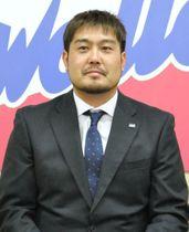 契約更改を終え、記者会見に臨むヤクルトの畠山=12日、東京都港区の球団事務所
