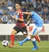 磐田―札幌 前半44分、2点目を決める磐田・中野(右)=ヤマハスタジアム