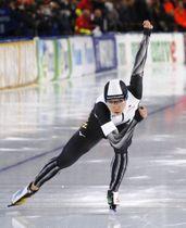 女子500メートルで優勝した小平奈緒=ヘーレンフェイン(共同)