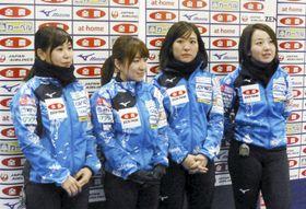 取材を受けるロコ・ソラーレの(左から)吉田夕、鈴木、吉田知、藤沢=11日、札幌市のどうぎんカーリングスタジアム