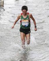 コースが一部浸水したベネチア・マラソンに参戦した川内優輝=10月28日、ベネチア(ヴェニスマラソン日本事務局提供)