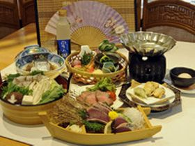 高知県四万十町の松葉川温泉が旬の食と「干城の酒」限定プラン