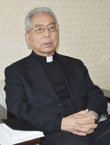 インタビューに答えるカトリック長崎大司教区の高見三明大司教