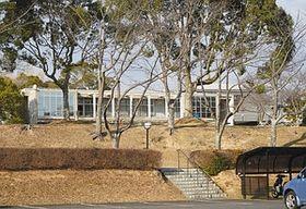 はしかの集団感染が起きた「ミロクコミュニティ救世神教」の施設=津市神戸で