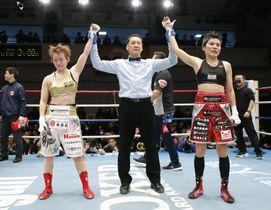 WBO女子ミニマム級王座決定戦で引き分けた多田悦子(右)と宮尾綾香=後楽園ホール