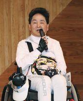 壮行会で抱負を述べる胎児性水俣病患者の松永幸一郎さん=16日午後、熊本県水俣市
