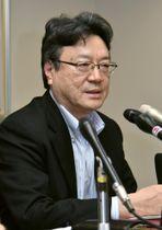 衆院選の「1票の格差」を巡る訴訟で請求が棄却され、記者会見する金尾哲也弁護士=20日午後、広島市