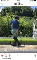 「#藍ある暮らし」で投稿された写真。大泉弘恵さん(徳島市)が藍染Tシャツを着て田植えをする息子を撮影した