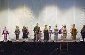 朝鮮通信使のユネスコ「世界の記憶」登録を記念し、ミュージカルを披露する市民劇団=24日夕、長崎県対馬市