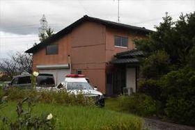 事件現場の自宅(右側)=神埼市千代田町