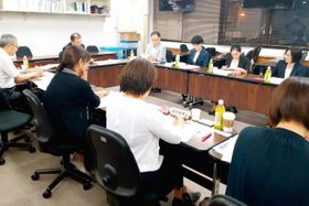 県内の小児・AYA支援の専門家が若年在宅療養の厳しい現状と支援を訴えた県がん相談支援推進協議会=7月、県庁