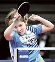 女子シングルスで強打を繰り出し4回戦を勝利した平野美宇=丸善インテックアリーナ大阪