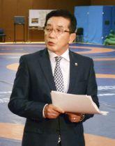記者会見する日本レスリング協会の高田裕司専務理事=23日午後、東京都北区