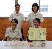 受賞を喜ぶ中田さん(前列右)、原口さん(同左)、平野さん(後列右)、松本さん(同左)=小浜高