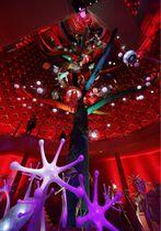 修復作業が終了した「太陽の塔」内部の「生命の樹」。19日から一般公開が始まる=大阪府吹田市