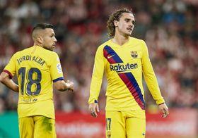 16日、ビルバオ戦に出場したバルセロナのグリーズマン(右)=ビルバオ(AP=共同)