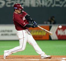 6回楽天1死一、二塁、浅村が左越えに3ランを放つ=札幌ドーム
