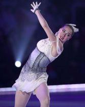 アイスショー「ドリーム・オン・アイス」で演技するアリーナ・ザギトワ選手=6月28日、新横浜スケートセンター