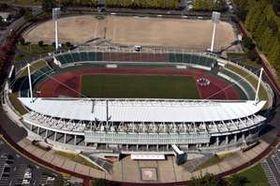 「みらいふ」が命名権を取得した山口県維新公園陸上競技場