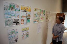 原爆について学んだフランスの子どもたちの作品を展示する企画展=長崎市、ナガサキピースミュージアム