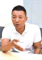 インタビューに応じるれいわ新選組代表の山本太郎氏=6日午後、都内