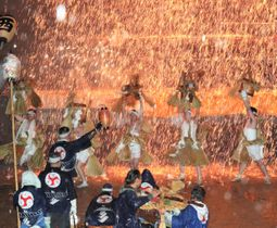 飯田市の七久里神社で行われた昨年の裸祭り