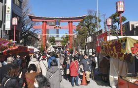 例年よりも、やや参拝客が減少気味という富岡八幡宮=東京都江東区で