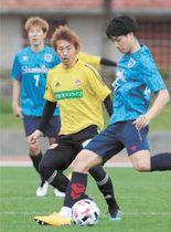 仙台―FC東京 練習試合2回目、軽快な動きを見せた兵藤(中央)