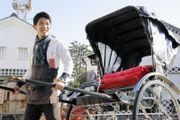 2018年12月14日、岡山県倉敷市で撮影  岡山県倉敷市の美観地区で人力車夫として働く佐々木傑さん