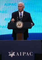 25日、ワシントンで開かれたイスラエル関連会合で話すペンス米副大統領(ゲッティ=共同)