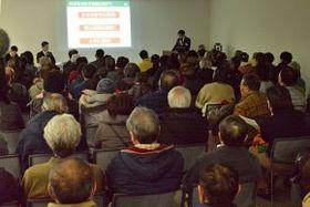 約100人が集まった、プロ野球日本ハムボールパーク構想を巡る、北広島市の東部地区向け説明会=19日、市役所