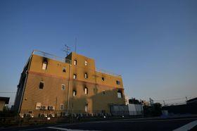放火殺人事件があった「京都アニメーション」第1スタジオ。18日に発生から1カ月となる=17日午後、京都市伏見区